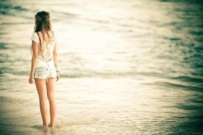 картинки девушка со спины у воды