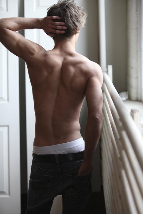 фото спины парня