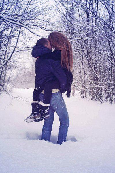 Парень держит девушку за горло - f9f