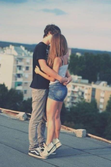 фото как мальчик и девочка целуются