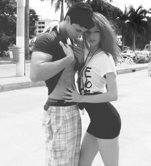 фото девушки и парня в коронах